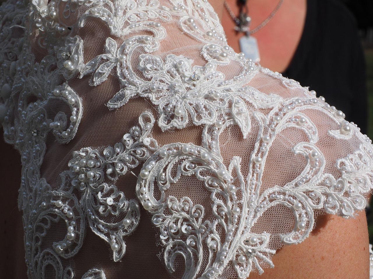 detail svatebních šatů