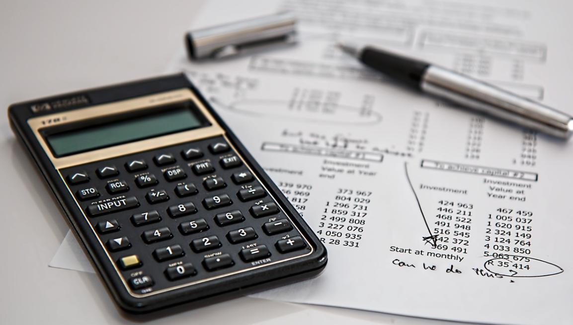 kalkulačka a papír
